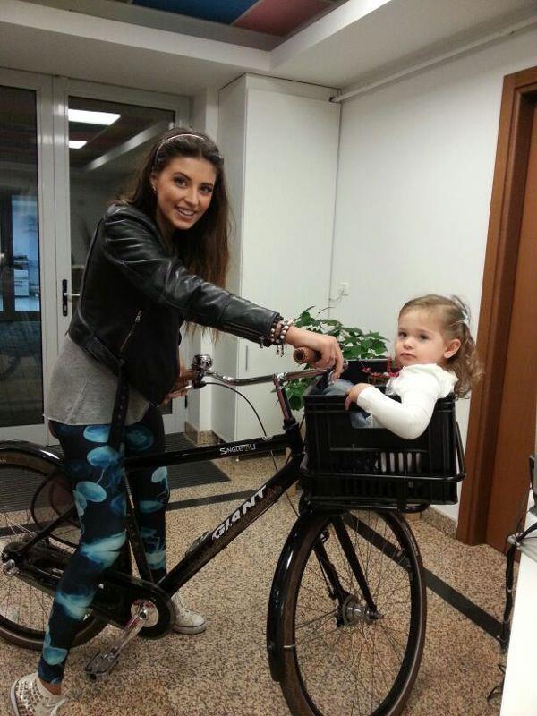 Antonia pe bicicleta Giant