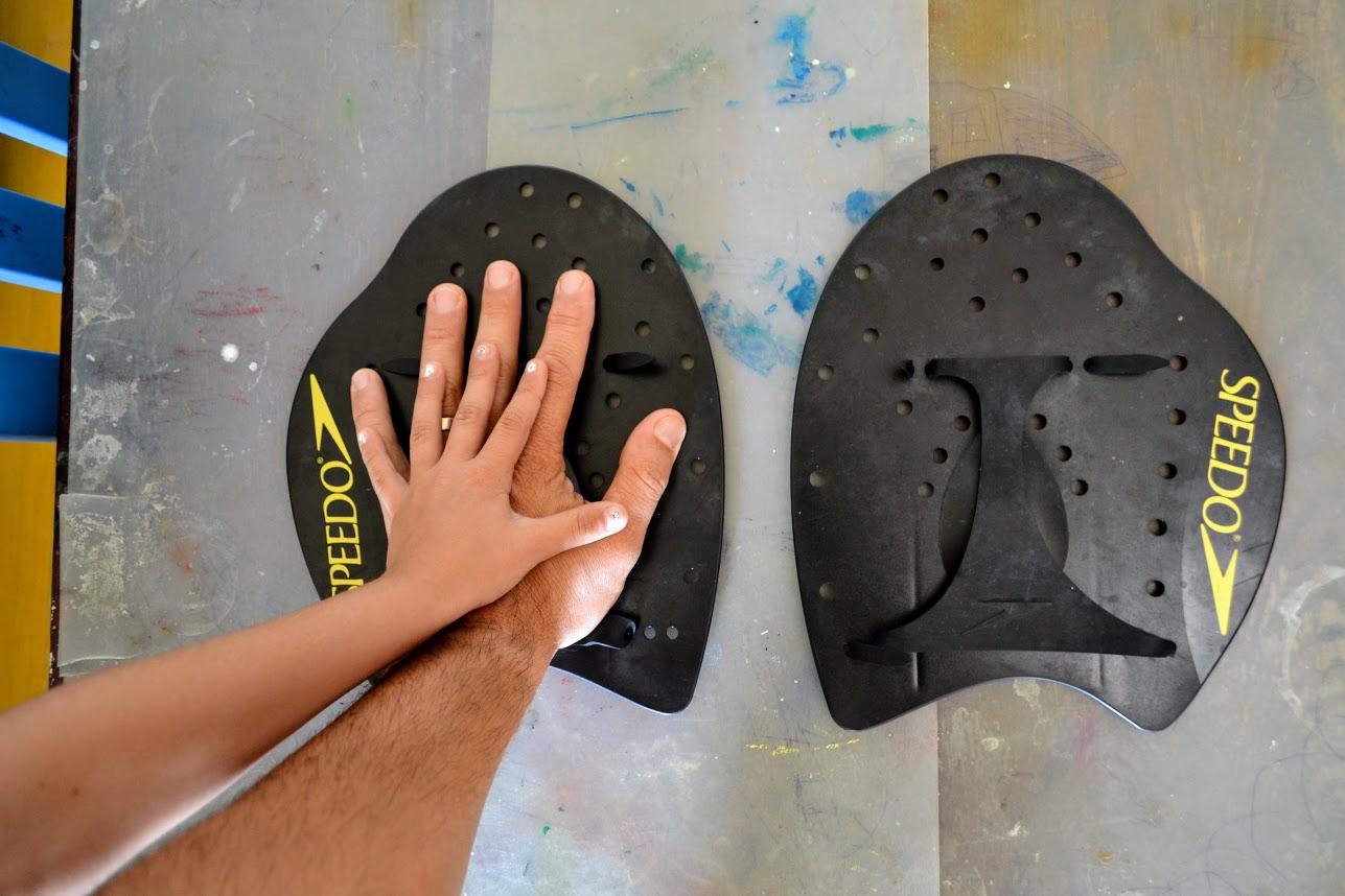 Palmare pentru înot Speedo - power paddles - mărime XL - mana copil comparatie