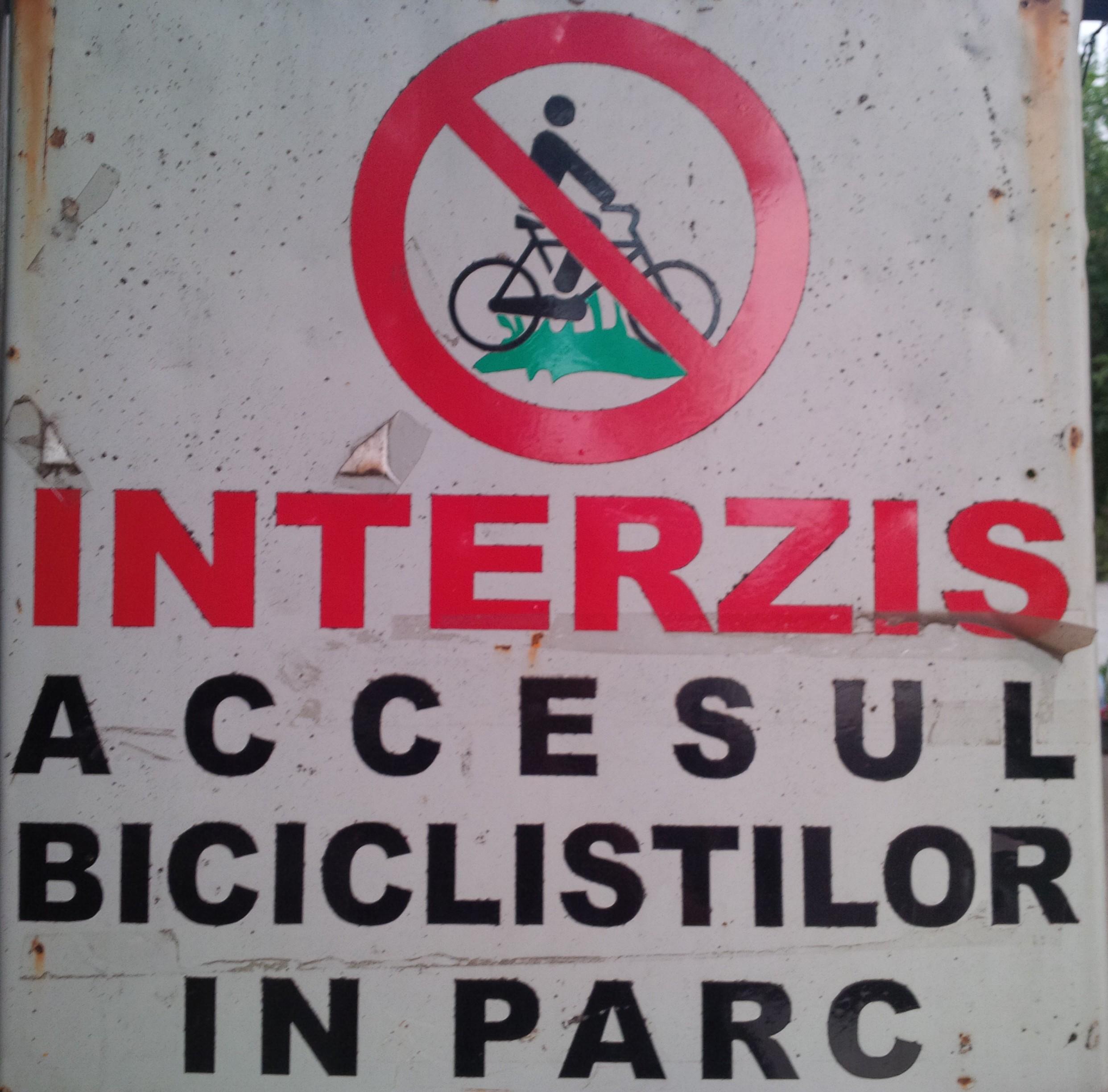 Interzis accesul biciliştilor în parc