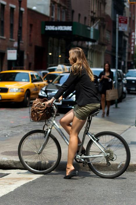 O biciclista pe zi - Silueta de oras