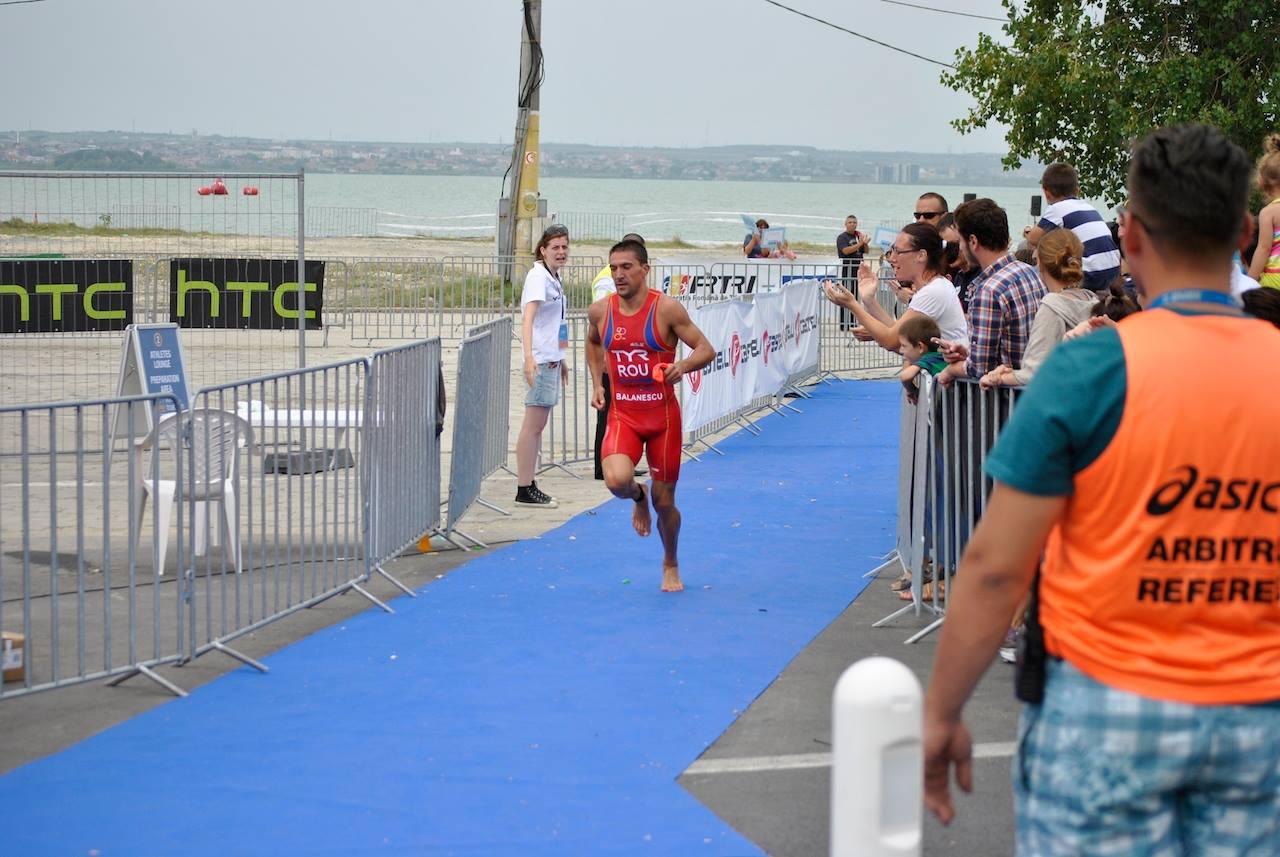 Triathlon Challenge Mamaia - ieşire înot Ciprian Bălănescu