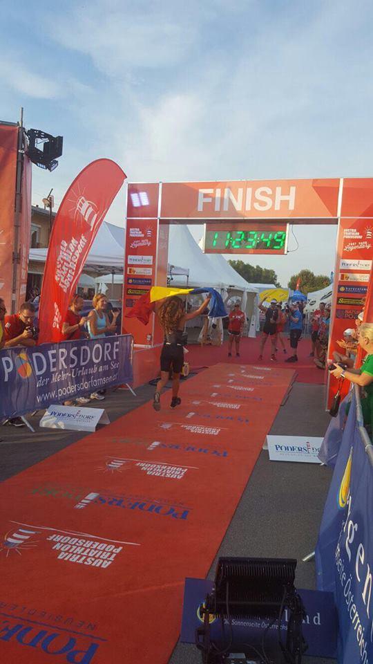 Ana Mega trece linia de finish la Austria Triathlon și stabiliește un nou record național la Ironman