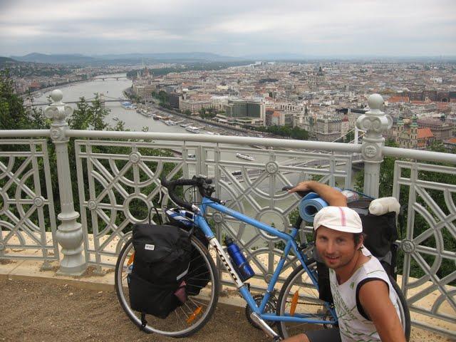 Claudiu Moga, cu bicicleta sa Kona Sutra in Budapesta