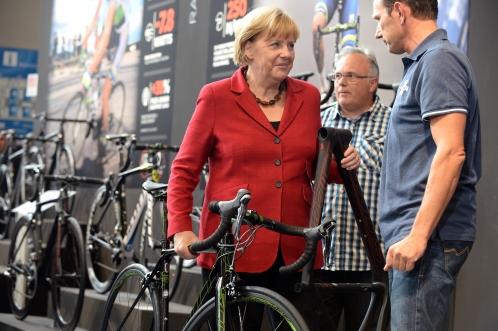 Angela Merkel la Eurobike cursiera