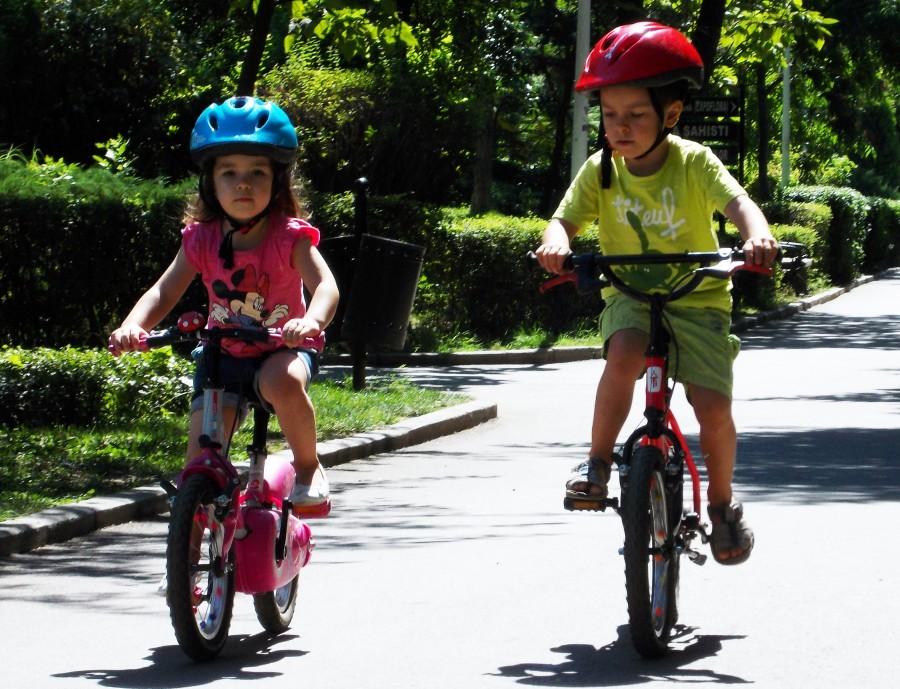Copii biciclisti - Vladut si Natalia