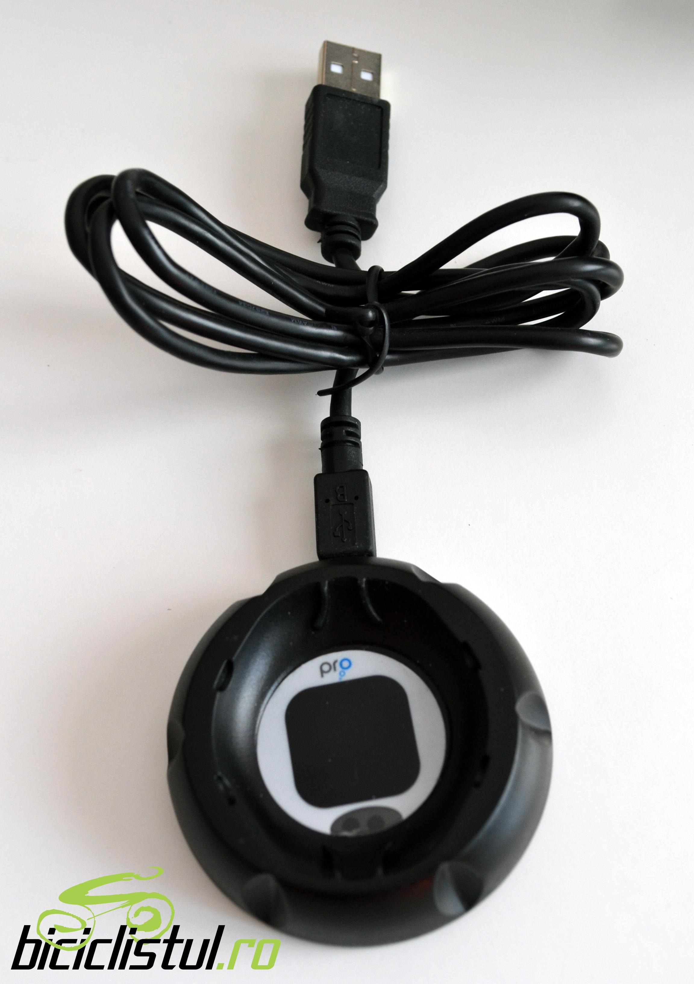 Swimovate Pool-Mate Pro dockstation conectat cu cablul