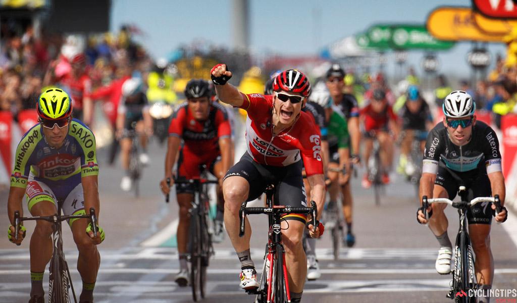 Greipel câştigă etapa a II-a din Turul Franţei, îi ia faţa lui Mark Cavendish, care vine de-abia pe patru, în spatele lui Sagan şi Cancellara.
