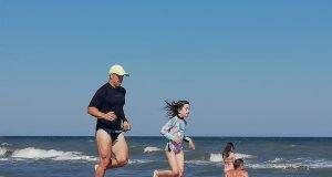 Alergare pe plajă
