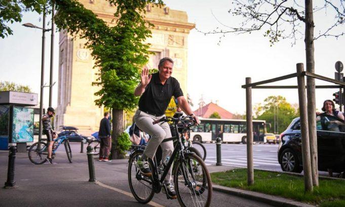 Klaus Iohannis bicicleta - concurs triatlon